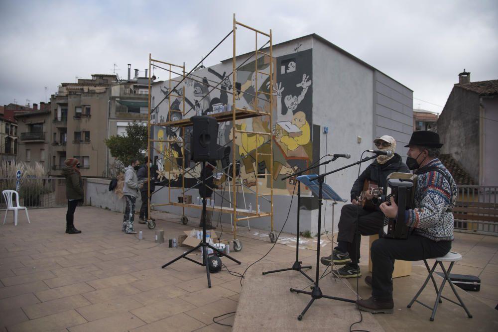 Moià persevera i el mural de l''1-0 inspirat en el Guernica torna a lluir a la plaça del CAP