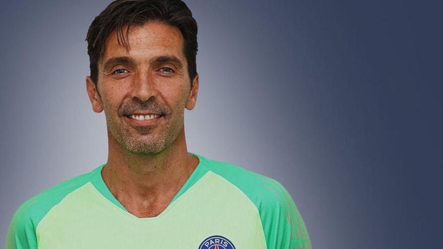 El PSG hace oficial el fichaje de Buffon por una temporada