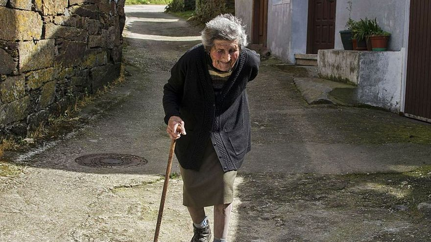 Quince kilómetros: la distancia media a los servicios básicos de un vecino del rural