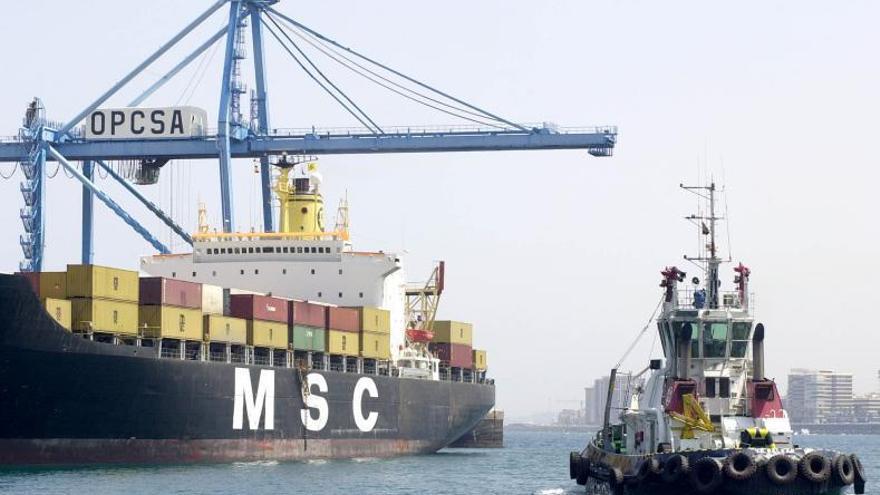 El Puerto de Las Palmas aborda la propuesta de Boluda para instalar una base de remolcadores