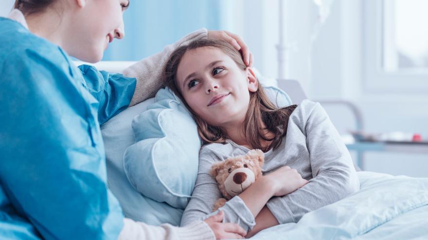 Los beneficios de escuchar cuentos para la salud de los niños hospitalizados
