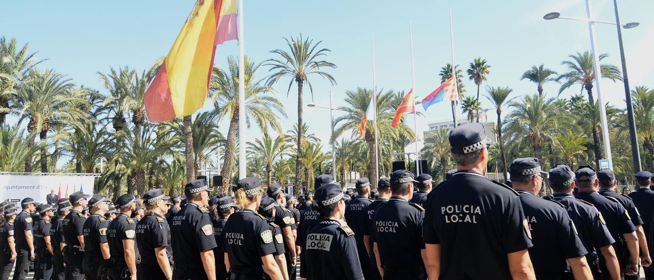 Agentes de la Policía Local en el acto del 150 aniversario de su fundación