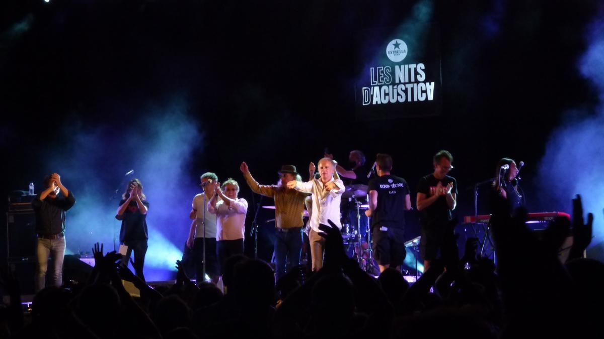 Els Pets tancant el seu concert a Les Nits d'Acústica