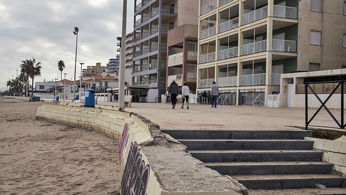 El paseo marítimo de Bellreguard que ahora va a ser reparado. | LEVANTE-EMV