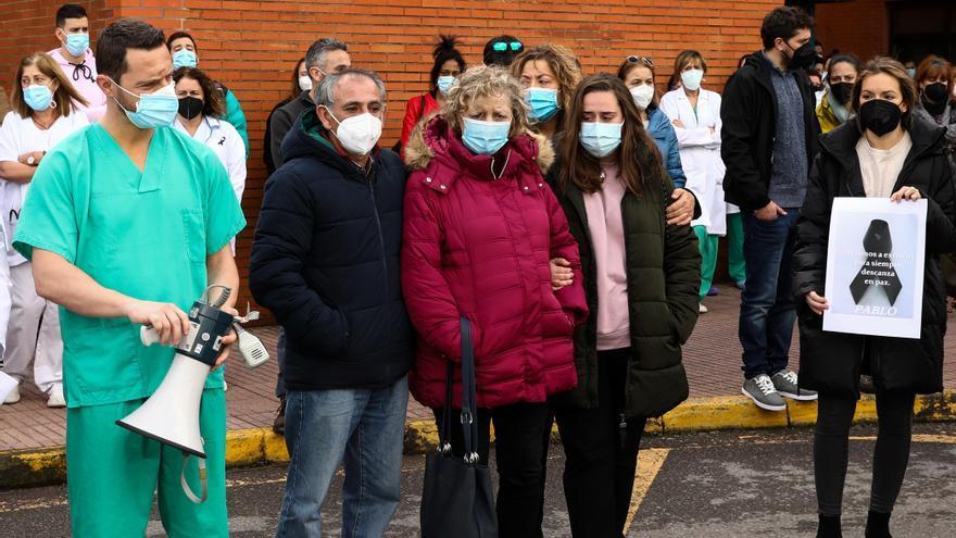 """El padre de un sanitario fallecido por coronavirus a los negacionistas: """"No merecen que se jueguen la vida por ellos"""""""