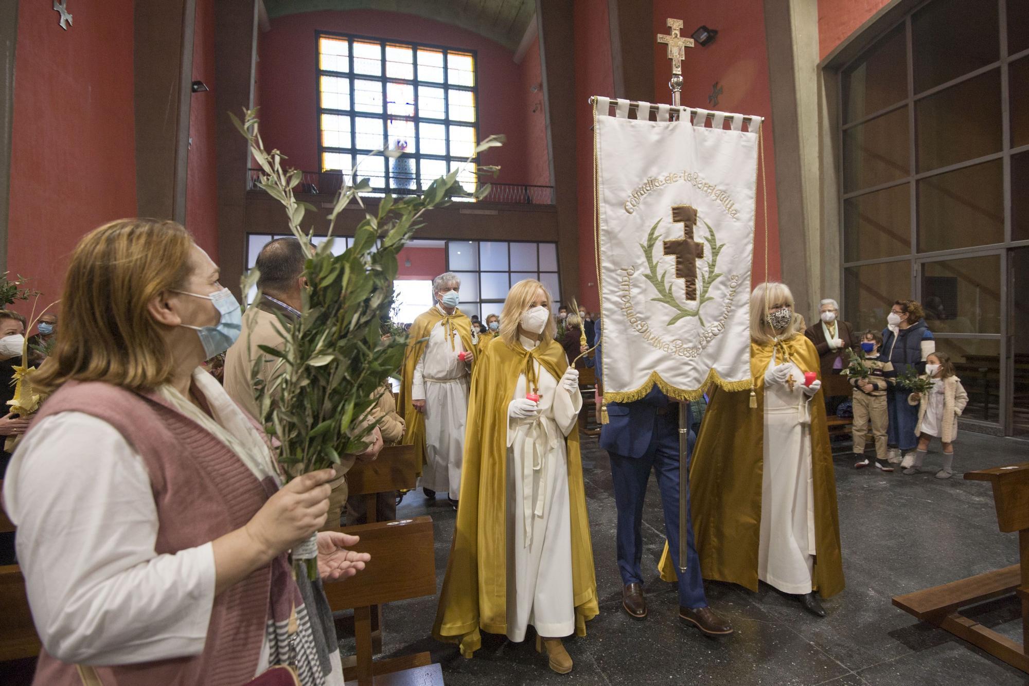 Semana Santa A Coruña 2021 | Misa y bendición de Ramos con La Borriquita en el interior