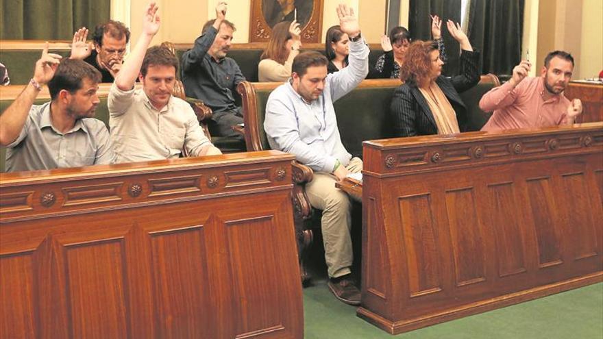 CSeM reprocha al bipartito que negocie con PP y Ciudadanos