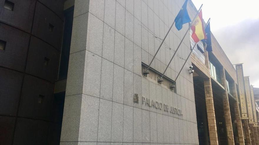 Multa para los tres jóvenes que agredieron a otro que llevaba una mascarilla con la bandera de España
