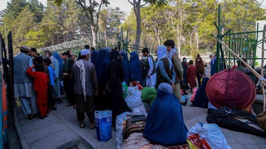 España negoció con los talibanes a través de Pakistán el rescate de 266 afganos