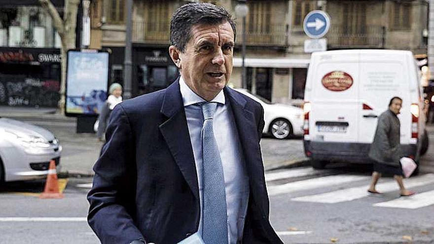 Matas trabaja como ayudante en una farmacia de Madrid