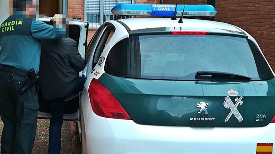 Detenido un hombre de 62 años que intentó huir con un kilo de cocaína en Quiruelas de Vidriales
