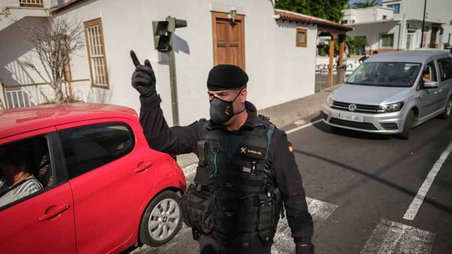 La actividad volcánica mantiene las mismas seis carreteras cortadas en La Palma