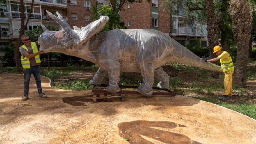 Los dinosaurios llegan al parque Sauces de Cartagena