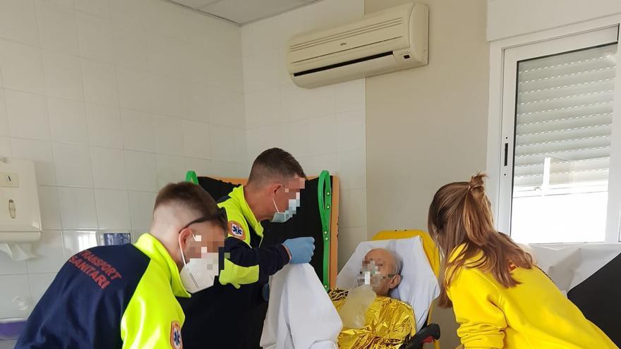 Rescatan a un windsurfista de 84 años tras caer al mar en la Albufereta