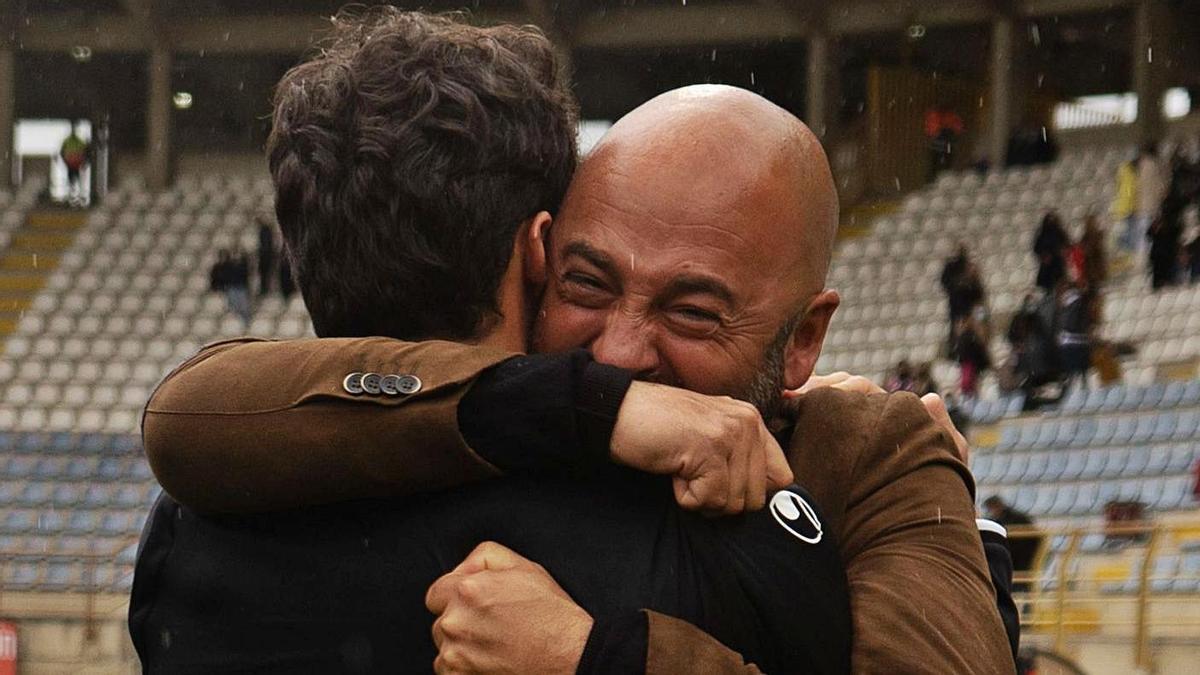David Movilla, feliz tras ganar el partido en el Reino de León. / José Luis Fernández