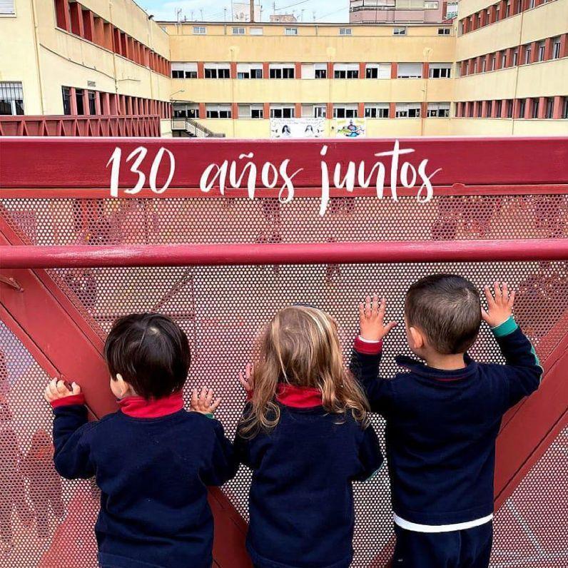 Los alumnos más pequeños de las Carmelitas de Elda también han seguido la celebración a distancia.