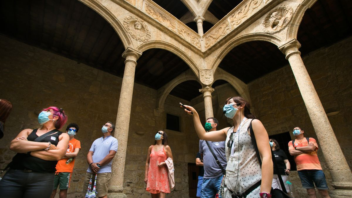 Turistas visitan Ciudad Rodrigo.