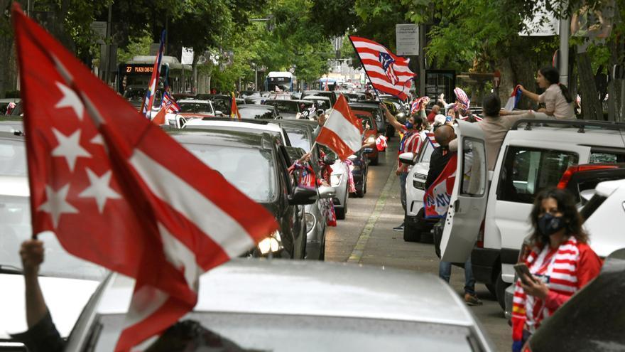 Caravana rojiblanca desde Atocha a Plaza de Castilla para celebrar la liga del Atlético