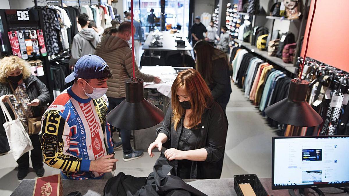 El comerç ha iniciat la recuperació econòmica | ARXIU/ÒSCAR BAYONA