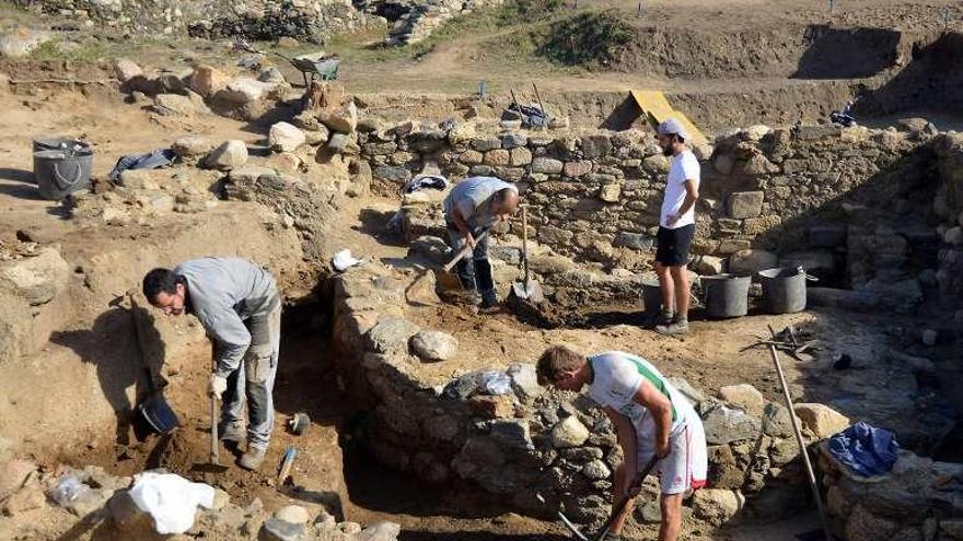 Los arqueólogos reclaman una carrera propia en Galicia que evite el intrusismo