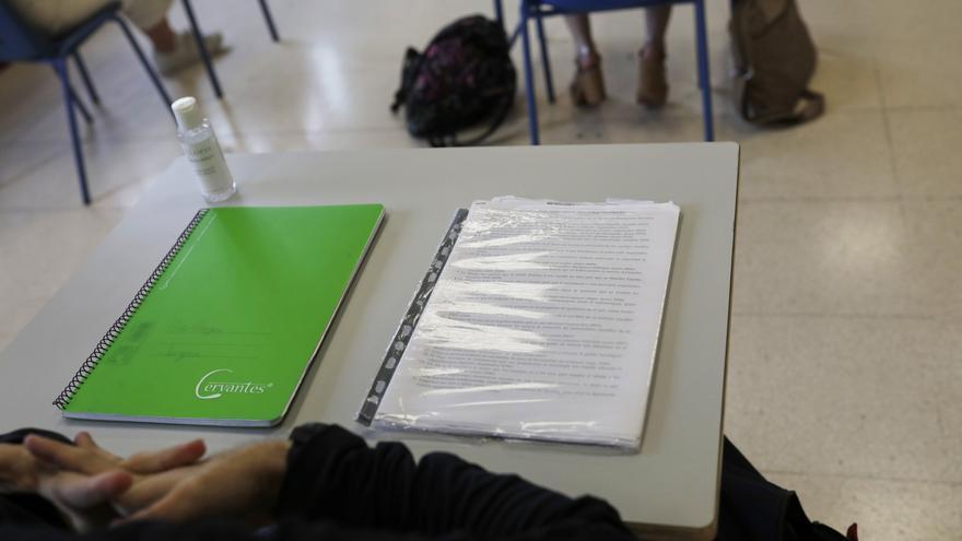 Las autonomías piden aumentar el número de docentes y reducir la distancia entre alumnos el próximo curso escolar