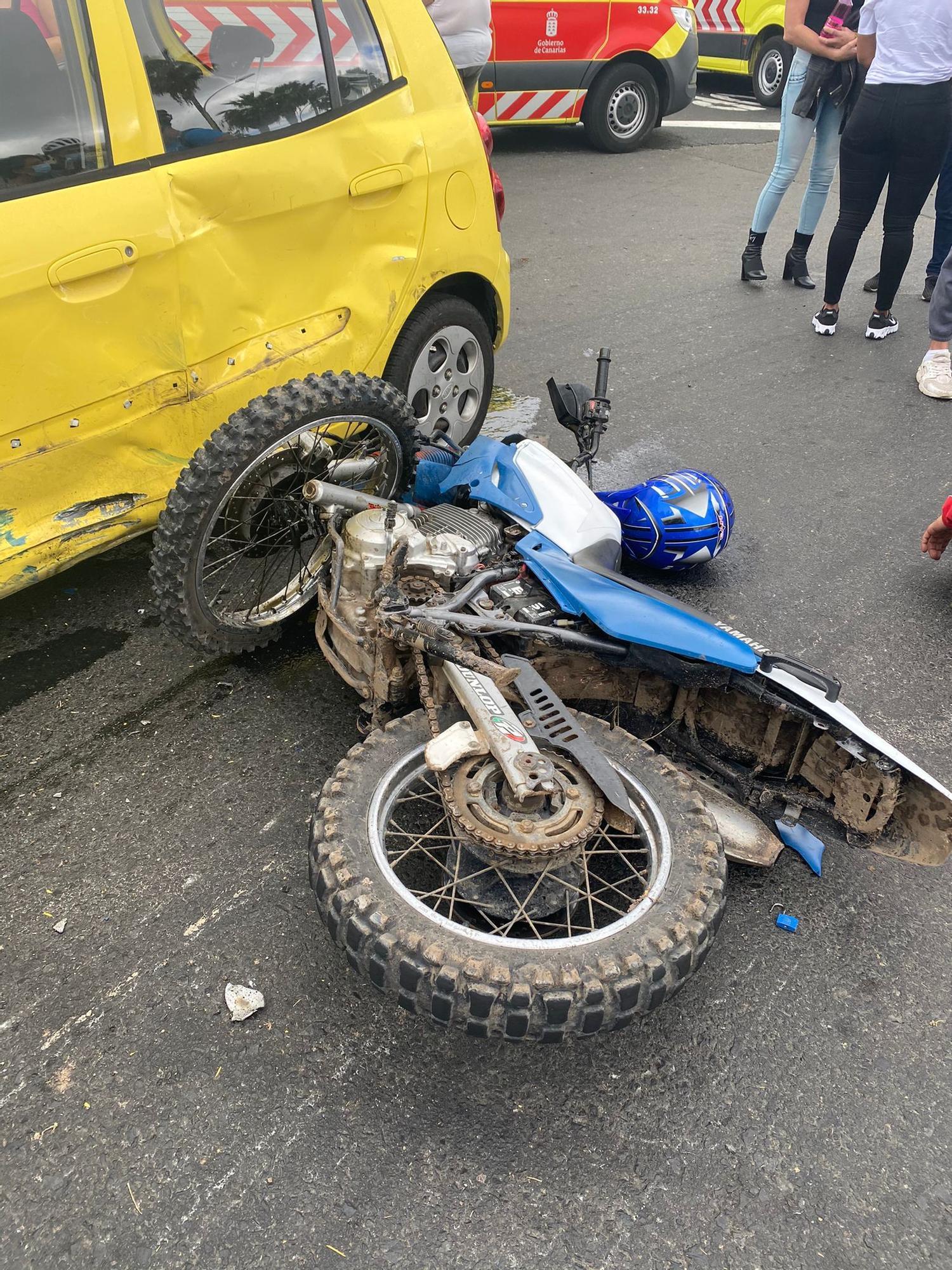 Accidente entre coche y moto en Tamaraceite