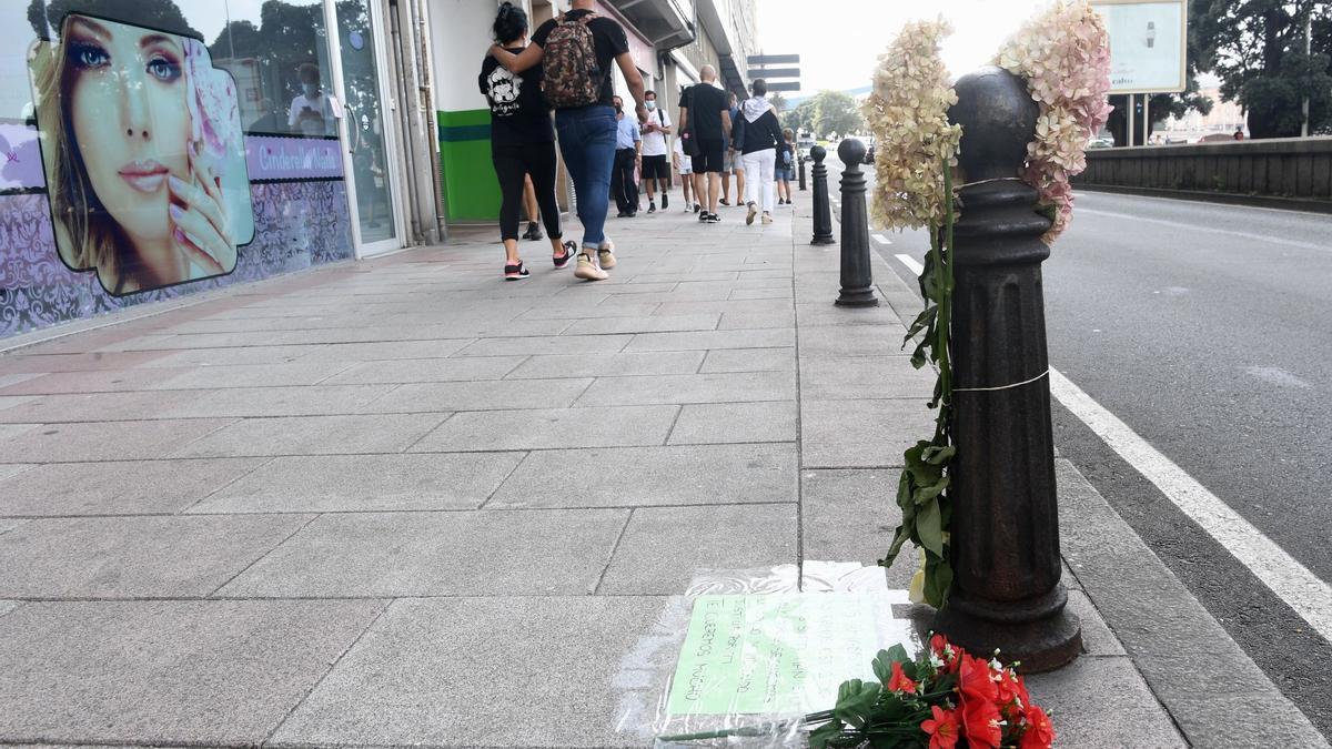 Homenaje en el lugar donde Samuel Luiz fue golpeado hasta la muerte.