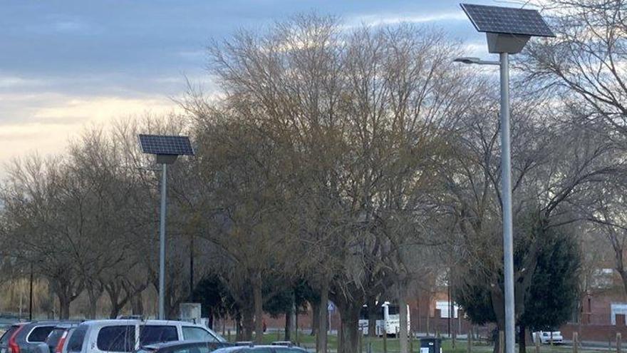 L'Ajuntament de Figueres instal·la uns fanals solars al Parc de les Aigües
