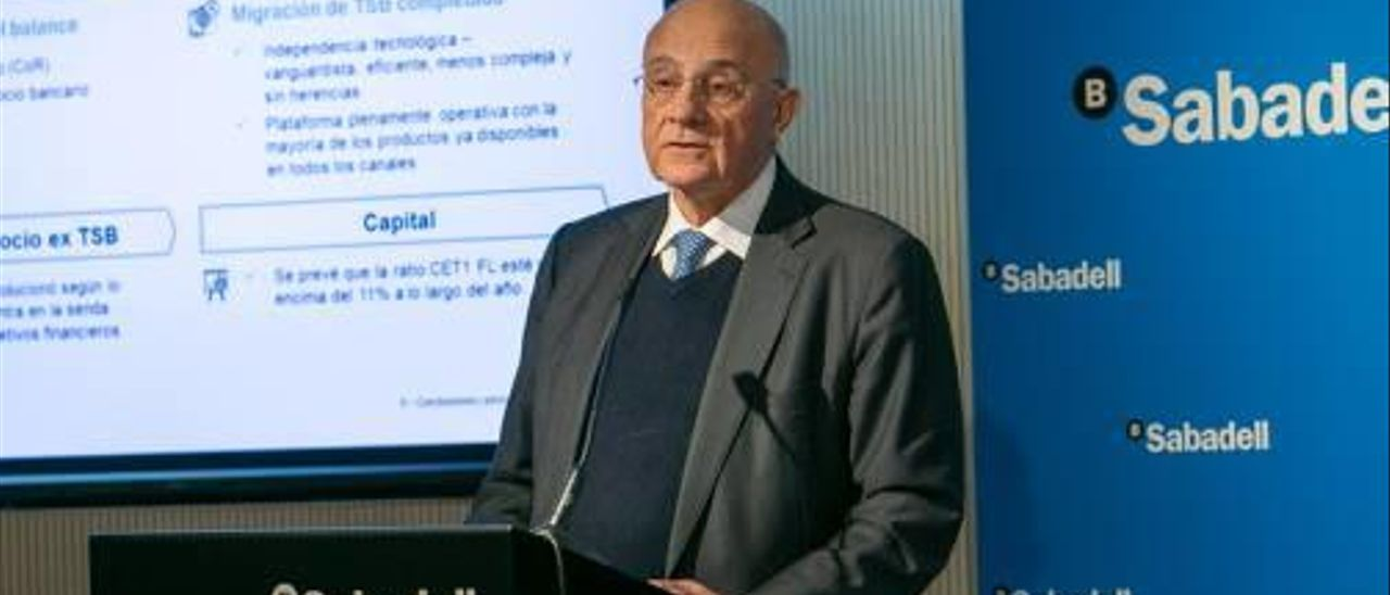 El presidente de Banco Sabadell, Josep Oliu, ayer, en la presentación de resultados de la entidad.