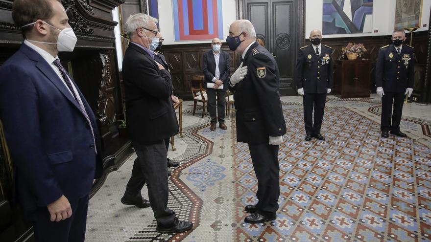 Ribó entrega al jefe superior de Policía la Medalla al mérito policial de la Policía Local