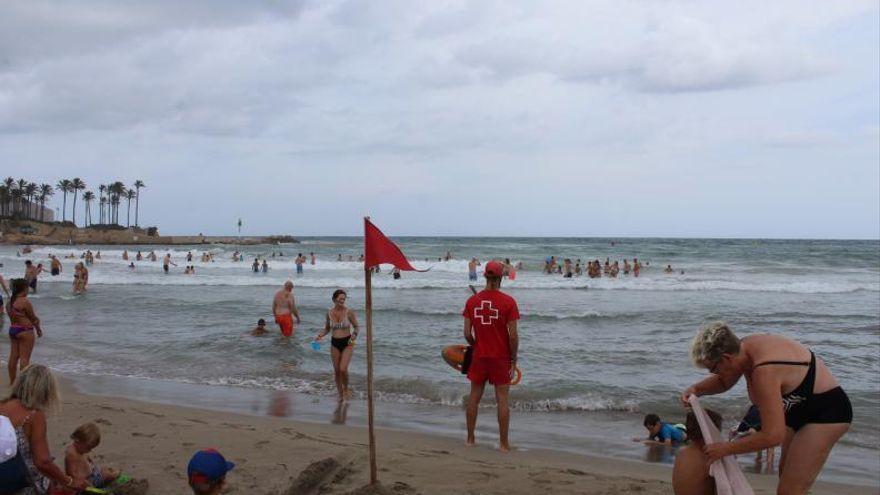 Agrede a un socorrista en Valencia por no dejarle bañarse con bandera roja