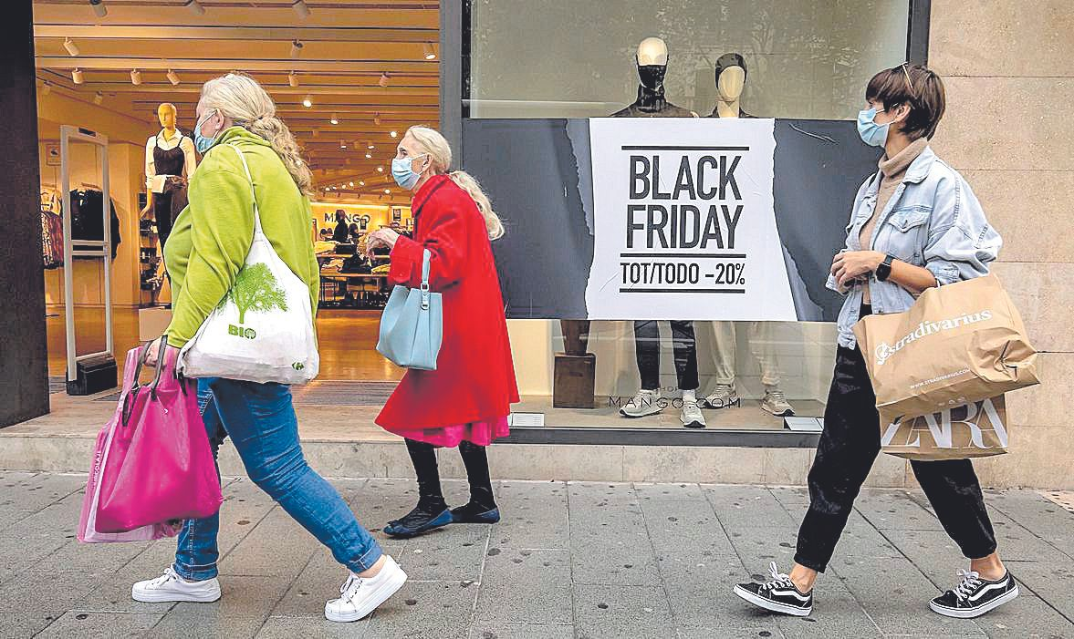 Campañas para vender. Las tiendas ofrecen distintos porcentajes de descuento.