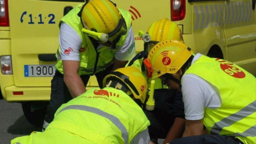Un motorista resulta herido al chocar con una guagua en Las Palmas de Gran Canaria
