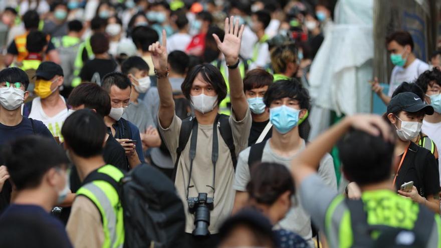 Al menos 90 detenidos en un día de protestas en Hong Kong
