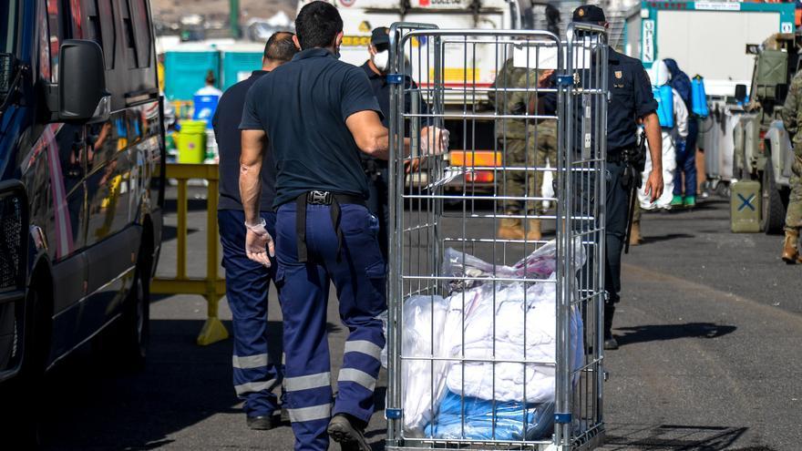 Desmantelan el campamento de migrantes de Arguineguín
