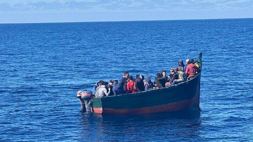 Detenidos en Gran Canaria 14 patrones de pateras