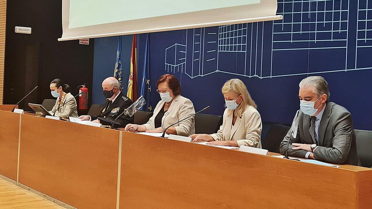 Pilar de la Oliva, Jorge Zurita, Gloria Calero, Gabriela Bravo y José Ortiz inauguraron la jornada. | LEVANTE-EMV