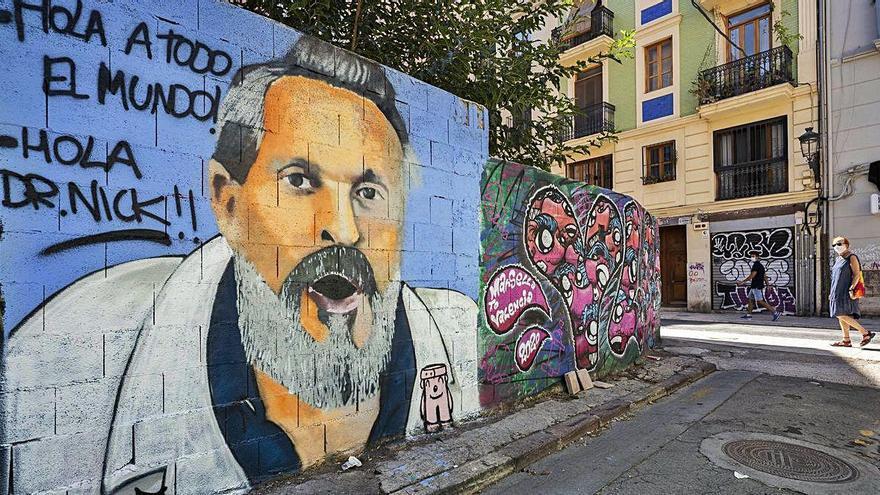 Miguel Bosé ya tiene su grafiti en Ciutat Vella