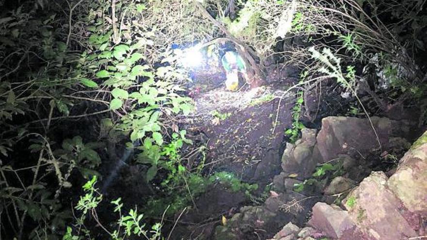 Un rescate con 150 metros de bajada, fuertes vientos y lluvia en La Gomera