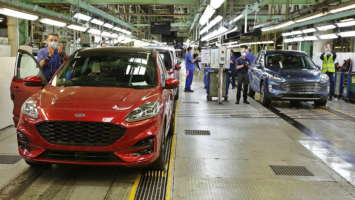 Línia de producció del nou model del Ford Kuga a la factoria de Ford Almussafes. | ÓSCAR PADI