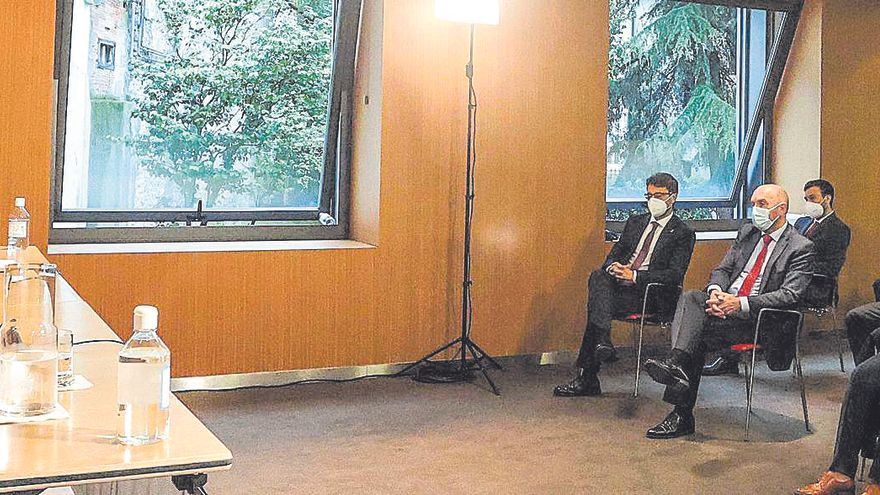 """Reyes Maroto anima a las empresas asturianas a """"pensar en grande y ser ambiciosas"""""""