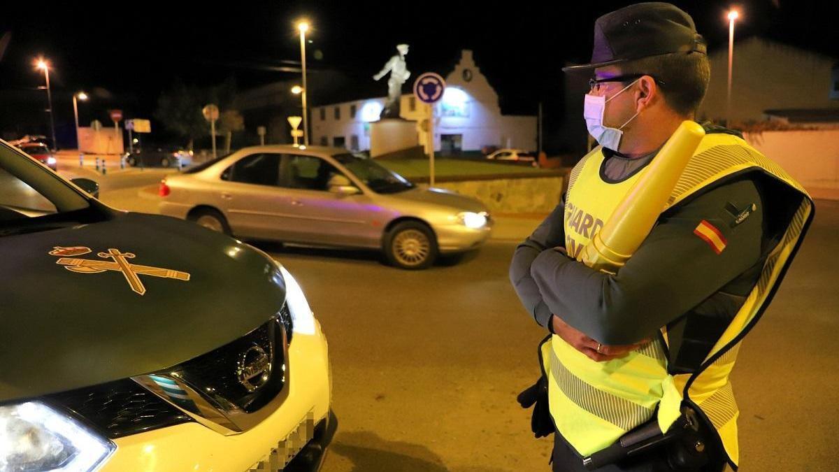 Un millar de agentes controla el cierre del sur de Córdoba