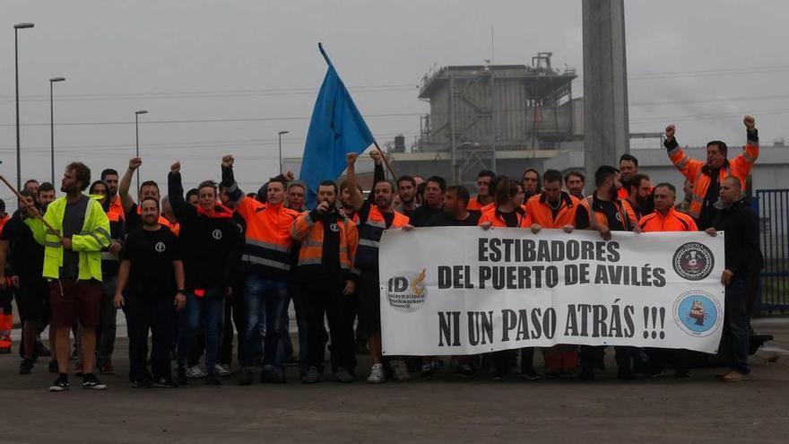 La patronal de la estiba rechaza la propuesta sindical porque infringe la ley