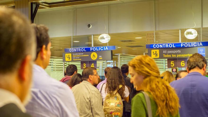 El Gobierno cierra la frontera Schengen hasta final de año