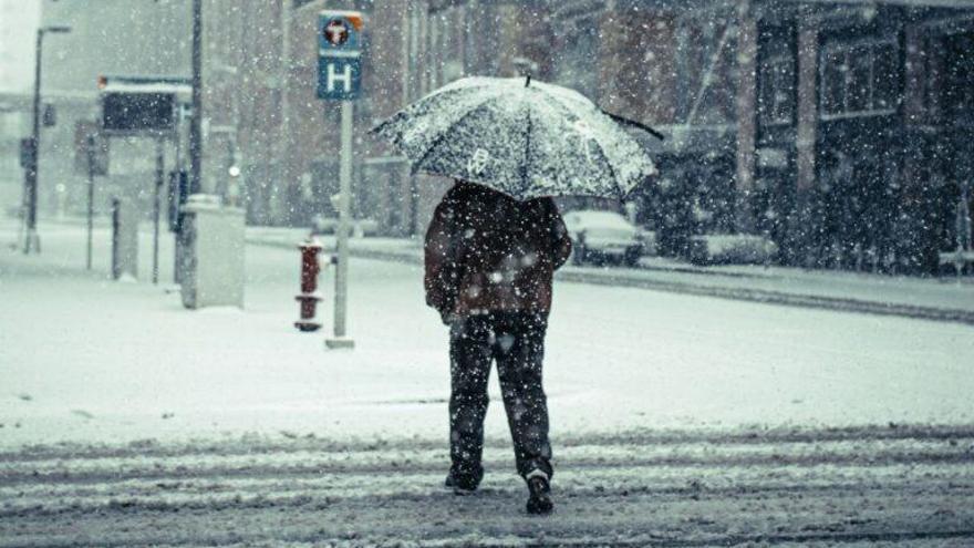 Cómo andar para evitar caídas por el hielo, y cómo hacernos menos daño al caer