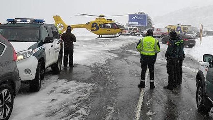Muere un hombre en Asturias atropellado cuando ponía las cadenas en su coche