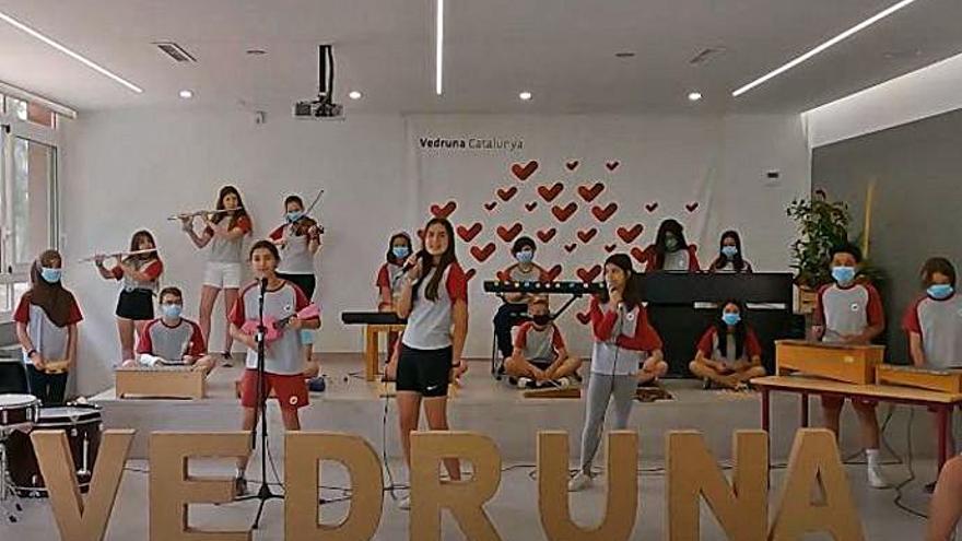 Els alumnes de sisè de l'escola Vedruna de Manresa creen dues cançons