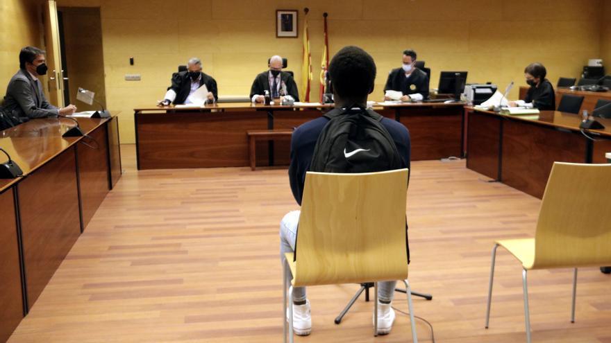 Condemnat a 1 any i mig de presó per llançar pedres contra la policia durant els disturbis postsentència a Girona