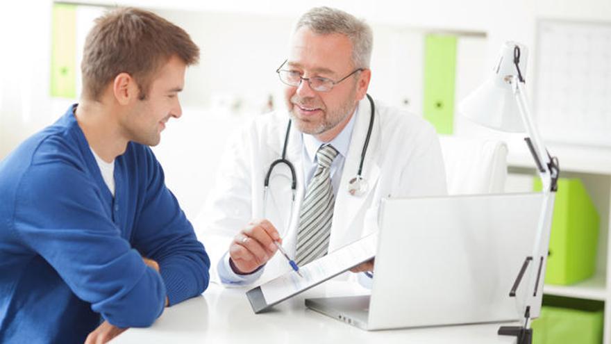 ¿Cuándo deben acudir los hombres a su primera revisión al urólogo?