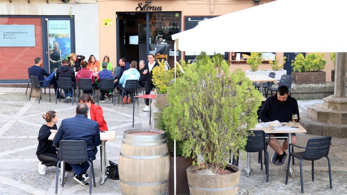 La terrassa d'un bar de Castelló d'Empúries